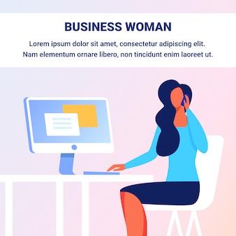 Vrouw praten telefoon. zit op stoel bij computer.