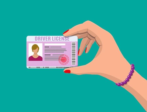 Vrouw rijbewijs in de hand
