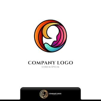 Vrouw schoonheidsverzorging logo geïsoleerd op wit