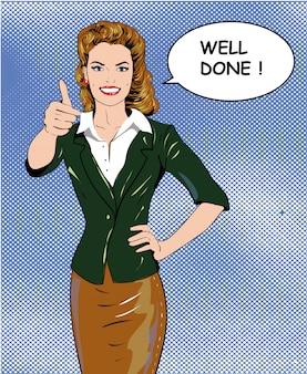 Vrouw van de pop-art retro stijl die duim op handteken met goed uitgevoerde toespraakbel tonen.