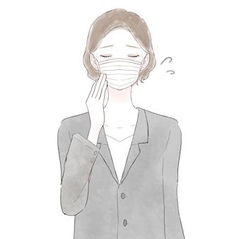 Vrouw van middelbare leeftijd in pak maakte zich zorgen over het dragen van een masker. op witte achtergrond.