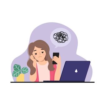 Vrouw verveelt zich op het werk en kijkt naar haar smartphone