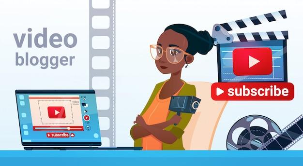 Vrouw video blogger online stream bloggen abonneren concept