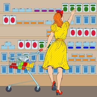 Vrouw winkelen bij de supermarkt