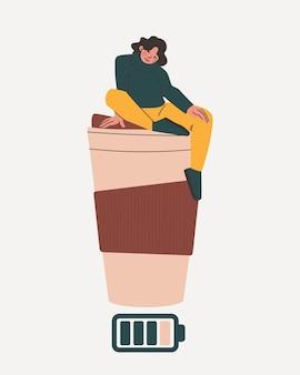 Vrouw zit op een groot glas koffie. batterijpictogram als symbool van energiedrank.