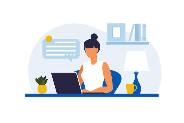 Vrouw zitten aan de tafel met laptop. werken op een computer. freelance, online onderwijs of social media concept. thuiswerken, werk op afstand. vlakke stijl. illustratie.