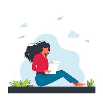 Vrouw zitten en een brief lezen. een brief in handen van een vrouw, houdt en leest een brief. enveloppen, postzegels