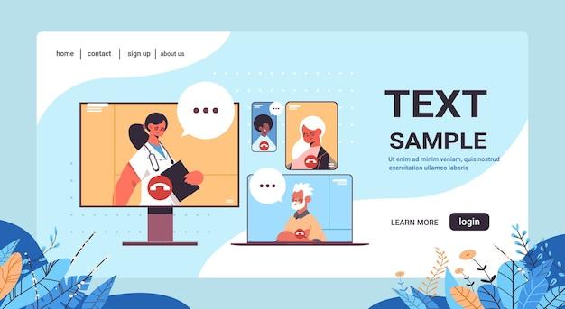 Vrouwelijke arts consulting mix race patiënten tijdens video-oproep online medische raadpleging gezondheidszorg geneeskunde portret kopie ruimte