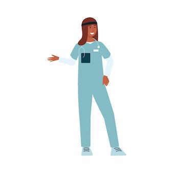 Vrouwelijke arts die in het ziekenhuis werkt en glimlacht