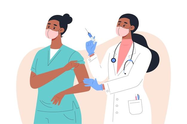 Vrouwelijke arts in masker en handschoenen die een vaccin geven aan een verpleegster