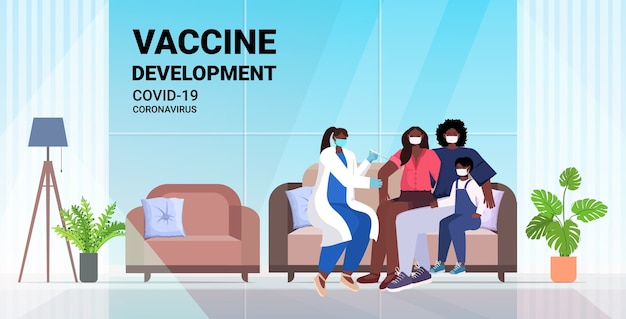 Vrouwelijke arts vaccineert afro-amerikaanse familiepatiënten in maskers om te vechten tegen coronavirus vaccin ontwikkelingsconcept woonkamer interieur volledige lengte horizontale illustratie