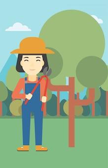 Vrouwelijke boer met behulp van snoeischaar