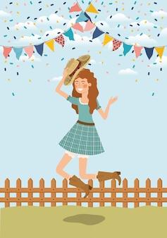Vrouwelijke boer vieren met slingers en hek