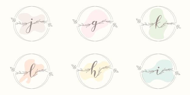 Vrouwelijke brief met bloemenframe logo sjabloon