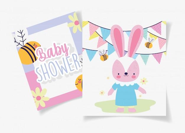Vrouwelijke konijn met jurk bijen garland baby douche kaart