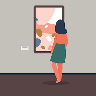 Vrouwelijke kunsttentoonstelling of galeriebezoeker die foto uit museumcollectie de vlakke afbeelding bekijkt. cultuur en onderwijs, vrije tijd en toerismeconcept.