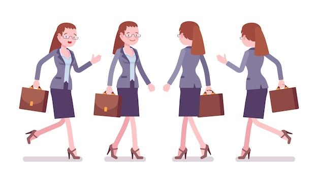 Vrouwelijke leraar lopen en rennen