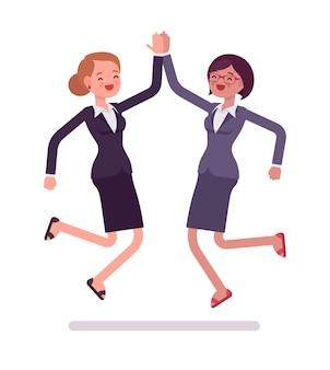 Vrouwelijke ondernemers hoog vijf springen