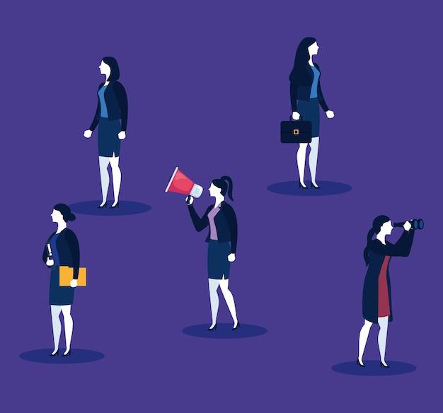 Vrouwelijke ondernemers met megafoon, koffer, bestanden en verrekijker op blauw