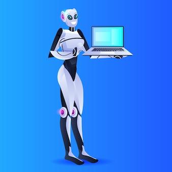 Vrouwelijke robotachtige persoon met behulp van laptop kunstmatige intelligentie technologie concept volledige lengte