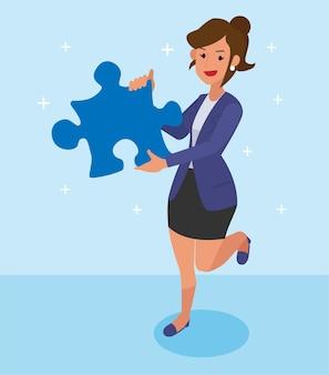 Vrouwelijke werknemer bracht een puzzel om de taak te voltooien.