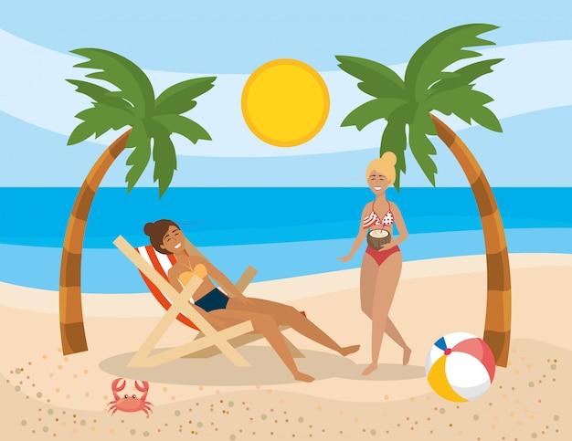 Vrouwen dragen zwembroek met bal en palmen bomen met krab