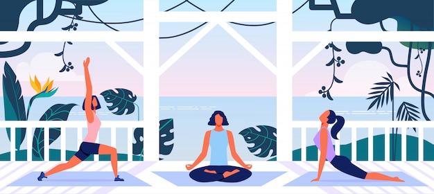 Vrouwen fitnesstraining en yogatraining in de open lucht