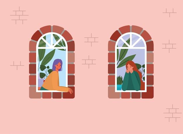 Vrouwen kijken uit de ramen van roze huisontwerp