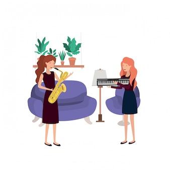 Vrouwen met muziekinstrumenten in de woonkamer