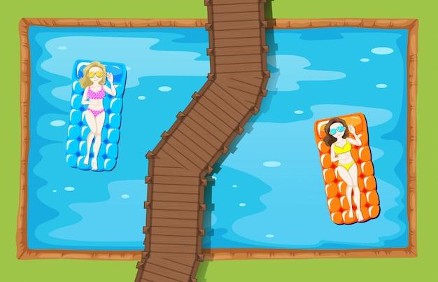 Vrouwen op drijvende mat in het zwembad