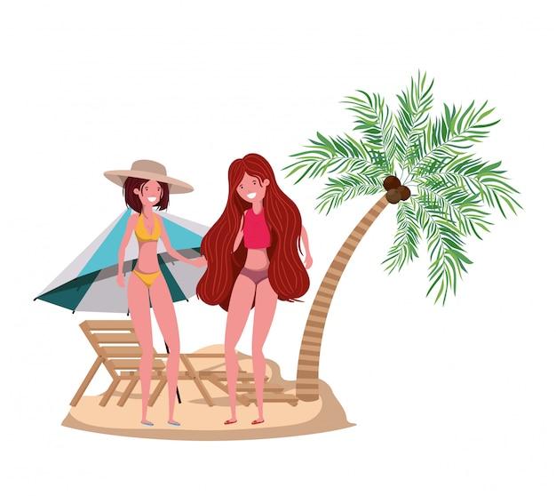 Vrouwen op het strand met zwempak en palmen