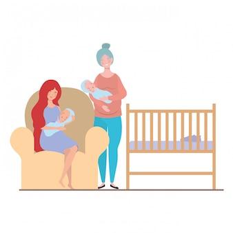Vrouwen zitten op de bank met een pasgeboren baby in haar armen