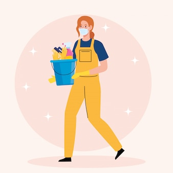 Vrouwenarbeider van de schoonmakende dienst die medische masker en emmer met het schoonmaken van het ontwerp van de hulpmiddelenillustratie dragen