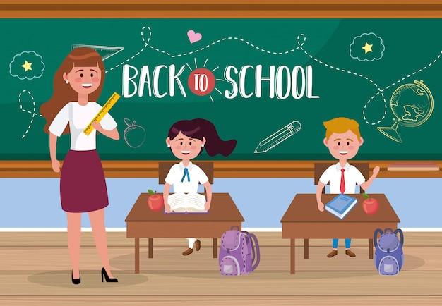 Vrouwenleraar met meisjes en jongensstudenten in het klaslokaal