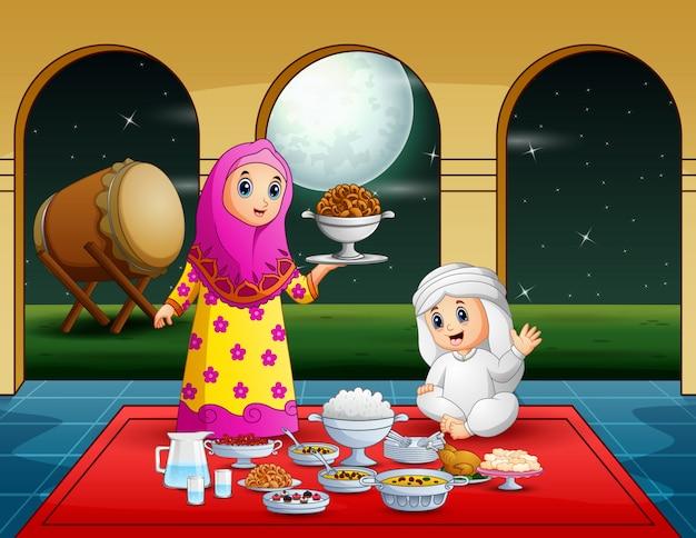 Vrouwenmoslim die voedsel voorbereiden op iftar-partij