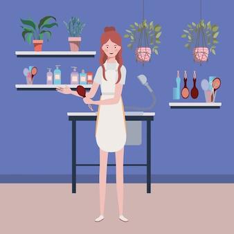 Vrouwenstilist die in de scène van de salonwerkplaats werken