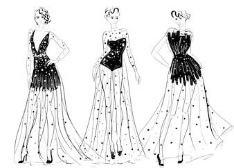 Vrouwfiguren in transparante jurken met lange couture