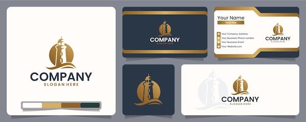 Vuurtoren, oceaan met golf, gouden kleur, inspiratie voor logo-ontwerp Premium Vector