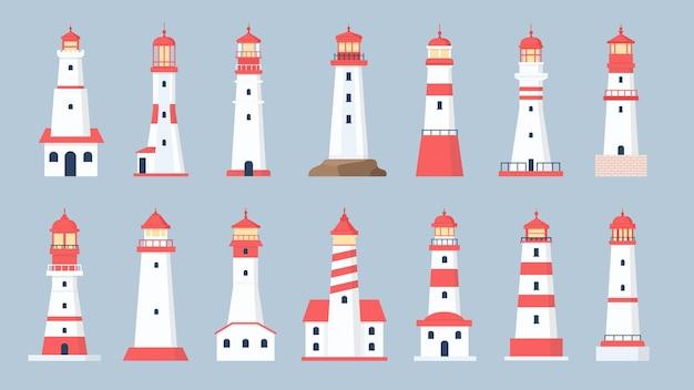 Vuurtoren torens. cartoon zee baken ontwerp. kustlijn marien navigatiehuis met stralend zoeklichtsignaal. platte vuurtorens vector set. illustratiebaken en vuurtoren aan de kust