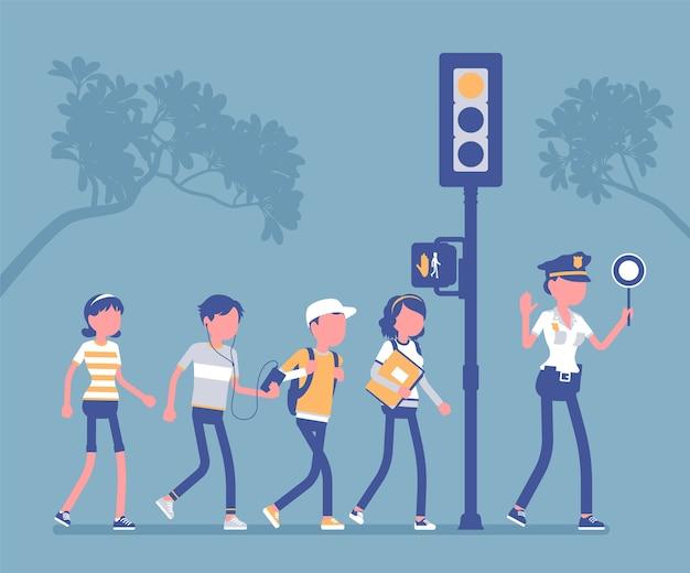 Wandelende voetgangers zoeken verkeer en volgen seinpaal