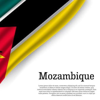 Wapperende vlag van mozambique op wit