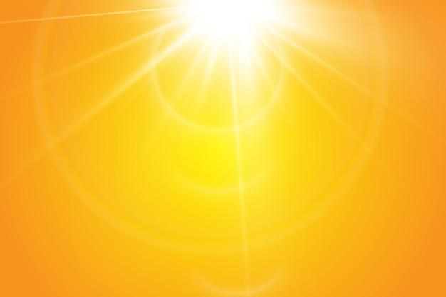 Warme zon op een gele achtergrond. zonnestralen.