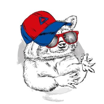 Wasbeer met bril en een pet