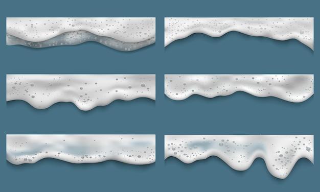 Water schuim. schone wasvloeistoffen bad wasserij druppels spatten op zee bovenaanzicht vector realistische sjablonen. shampooschuim, roomzeep wassen illustratie