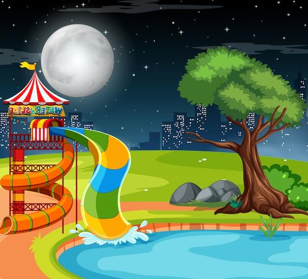 Waterglijbaan in het park