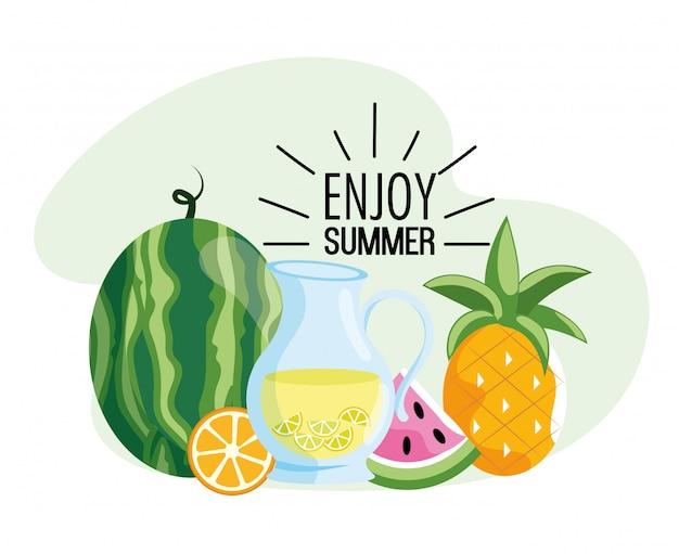 Watermeloen met limonade en tropisch ananas fruit