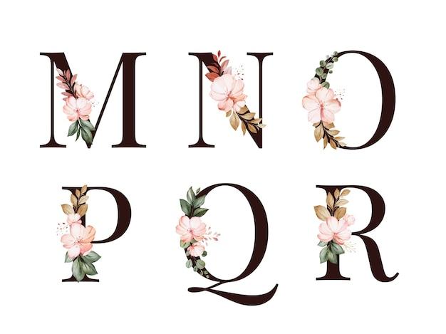 Waterverf bloemenalfabetreeks van m; n; o; p; q; r met rode en bruine bloemen en bladeren.