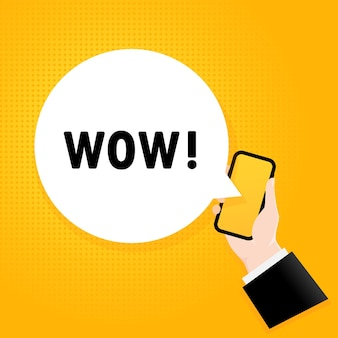 Wauw. smartphone met een bellentekst. poster met tekst wow. komische retro-stijl. telefoon app tekstballon.