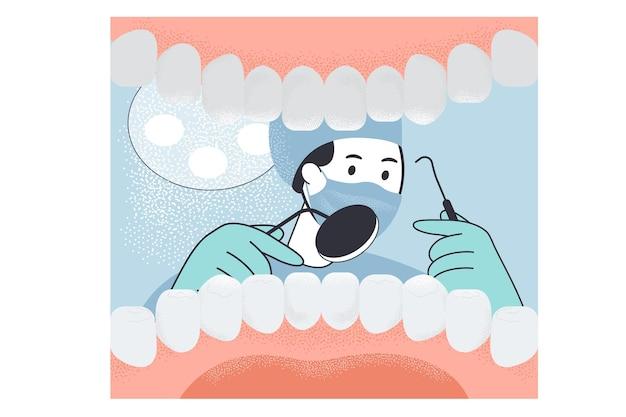 Weergave van tandarts met instrumenten uit mondholte met tanden