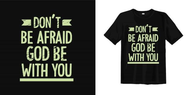 Wees niet bang, god zij met u. inspirerende religie citeert t-shirtontwerp